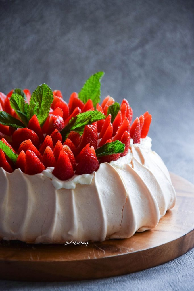 Beza Pavlova Tort Bezowy Z Truskawkami Just Be Fit Be Strong