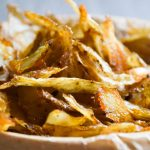 Zdrowe FIT chipsy z obierek ziemniaków i warzyw korzeniowych
