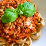 Gryczane spaghetti naleśnikowe z sosem bolognese