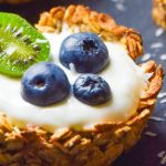 Owsiane tartaletki z jogurtem i owocami FIT