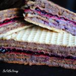 Pischinger – piszinger, czyli przekładane wafle z kremem kakaowym tofu i dżemem z czarnej porzeczki