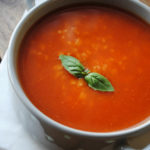 Studencka zupa pomidorowa – pomidorówka z ryżem dla bardzo głodnych i leniwych