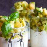 Tatar z awokado i jabłek z jogurtem