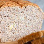 Pełnoziarnisty chleb pszenno-żytni z orzechami włoskimi